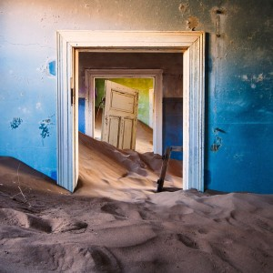 Buried sand door